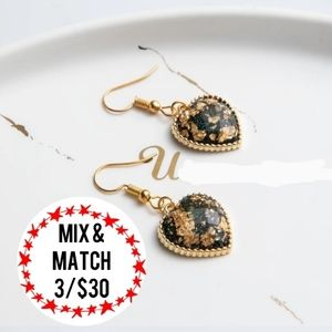 🔹️Black Hearts Gold-Tone Hooks Earrings
